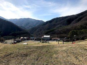 尾瀬戸倉スキー場のリフト上のゲレンデ。やまびこは帰って来なかったー。