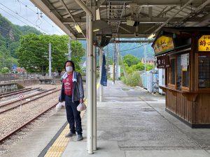 横川駅の駅弁小屋で「峠の釜飯」をGet。これは夕食用。