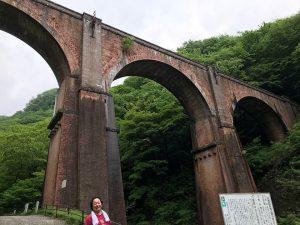 碓氷峠は、峠の道に沿って昔鉄道が走っていたので、線路もトンネルも橋もまだ残ってます。