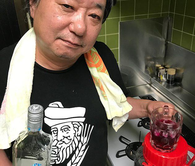 「広規特製 赤紫蘇ジュース」そのまま薄めて飲むもよし、ウォッカやラムで割ってもとても美味しゅうございます。