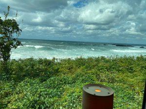 五能線から見た荒波の写真
