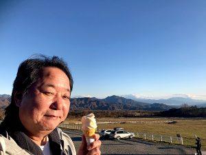 八ヶ岳を見ながら絶品の清里清泉寮ソフトクリームを食べる