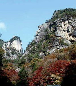 昇仙峡。水晶が混ざってる岩なんだって!