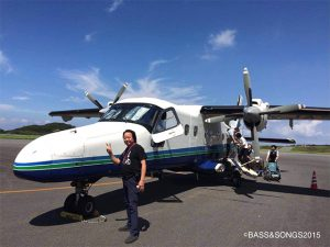 ↓カモノハシのような小型飛行機で伊豆大島へくさやの旅2015