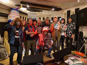 湯川トーベンと久しぶりのお手合わせと、光るドラマーこぐちょのライブ。やっぱりプレーするのは私の天職。楽しゅうございました。